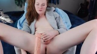 Show on webcam of beautiful redhead tranny